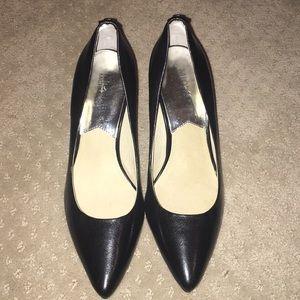 Michael Kors closed toe black heel size 6M